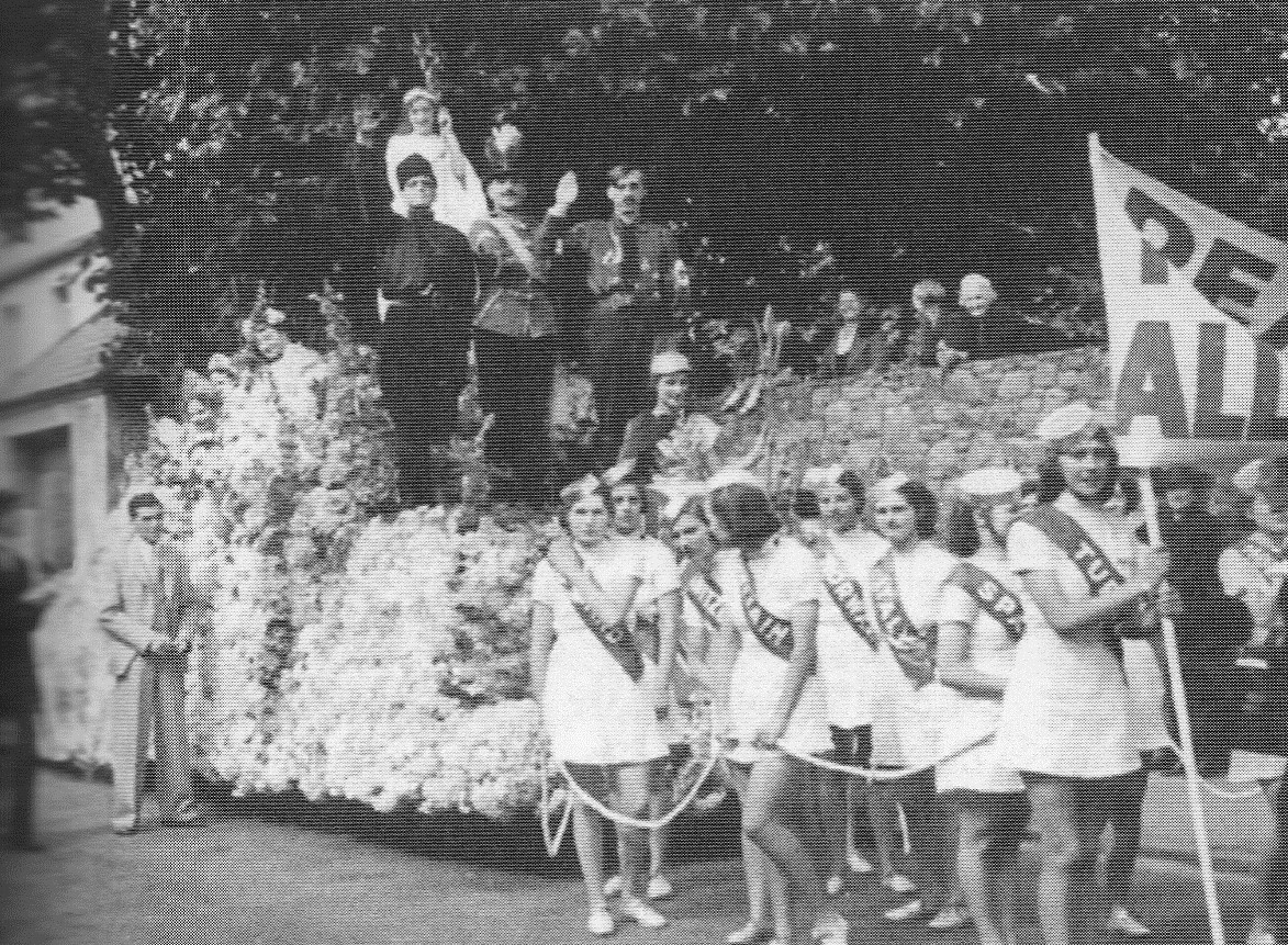1939 - Battle of Flowers float - hoping for Peace