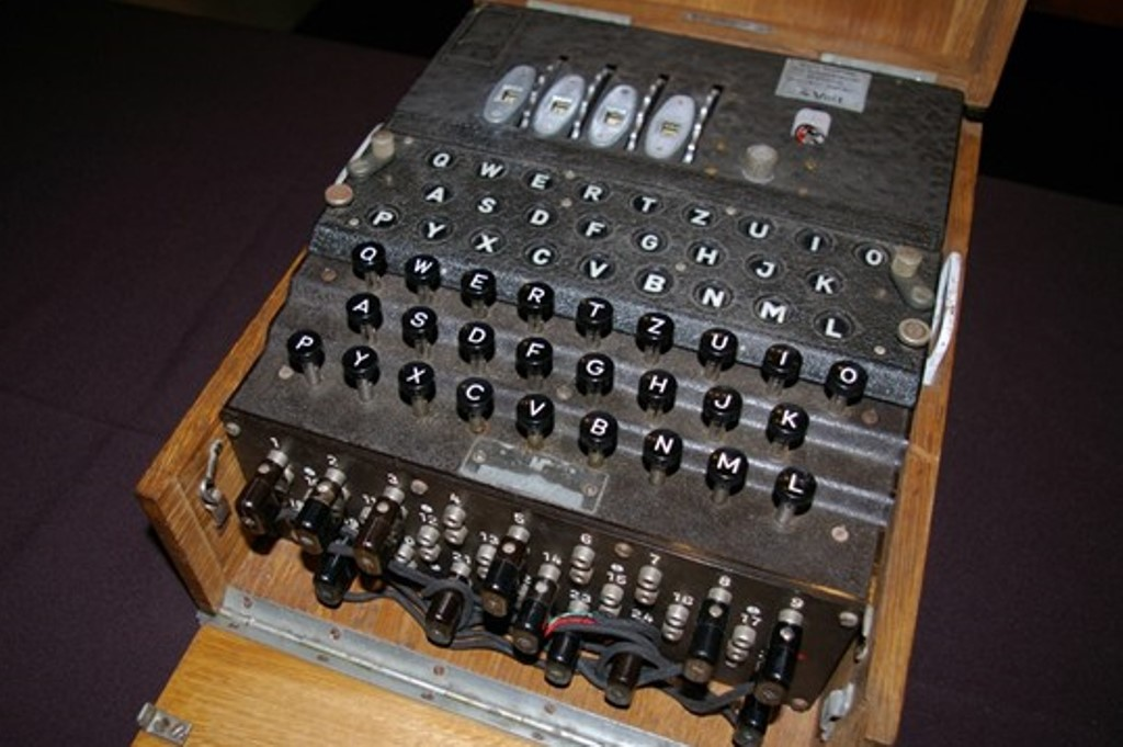 4 disc Enigma coding machine - the one which almost defeated Turing