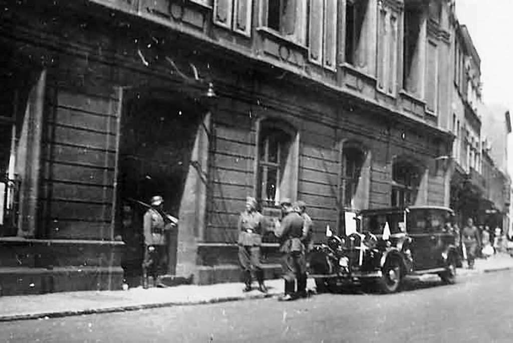 Germans guarding St Helier Town Hall